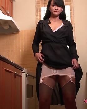 Aunty Kathyin hooker panties